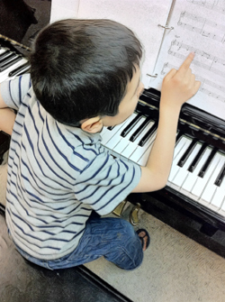 kids piano keyboard lessons